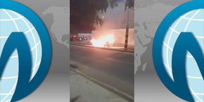 Carro pegou fogo no início da noite deste sábado em Juazeiro