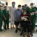 Grávida internada com quadro grave de Covid-19 conhece filha após mais de 50 dias do parto