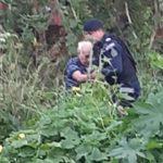 Idoso fica 24h preso em lama de matagal, acena e é retirado por guardas