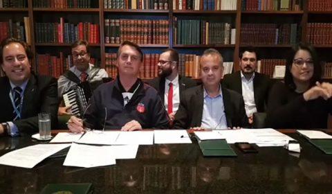 Netos de Luiz Gonzaga repudiam uso de música do compositor em live de Bolsonaro
