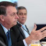 Bolsonaro sanciona com vetos lei que obriga uso de máscaras