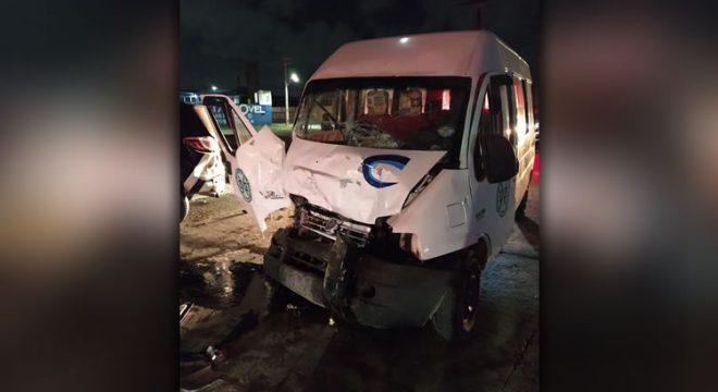 PMs ficam feridos após motorista embriagado colidir com viatura
