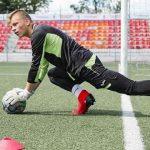 Raio atinge goleiro de 16 anos durante treino na Rússia