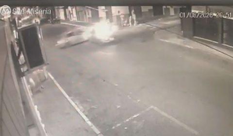 Veja o flagrante de grave acidente no centro de Crato