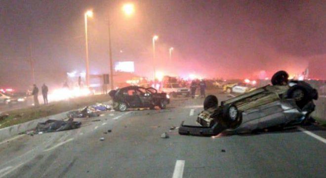 Engavetamento com vários carros deixa ao menos sete mortos na BR-277, no Paraná