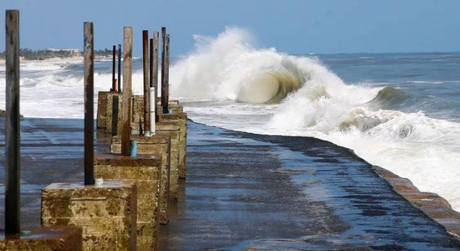 Ceará deve ser atingido por ventos de até 60 km/h até a quarta-feira (2), alerta Marinha