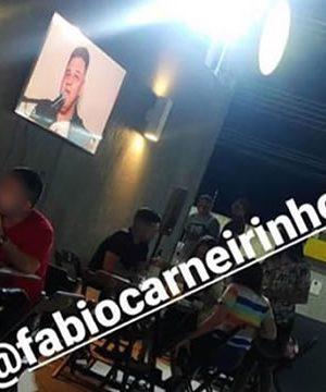 Fábio Carneirinho encontra 'jeito diferente' e faz apresentações no final de semana