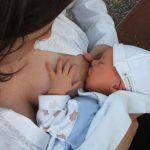 Leite materno não transmite Covid-19 ao bebê, aponta estudo italiano