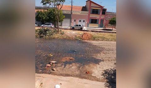 """Moradores de Missão Velha pedem providências para """"piscina de esgoto"""" na rua"""