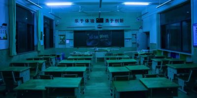 Professora é condenada à morte por envenenar 25 alunos em escola
