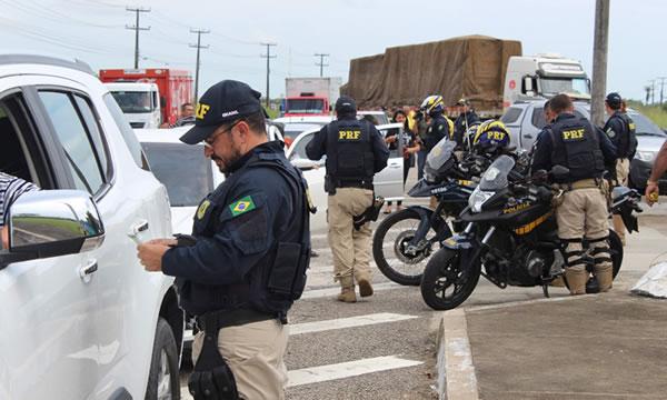 PRF inicia Operação Finados no Ceará com foco na segurança viária