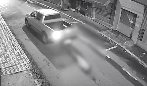 Empresário é preso por amarrar morador de rua em carro e arrastá-lo até a morte