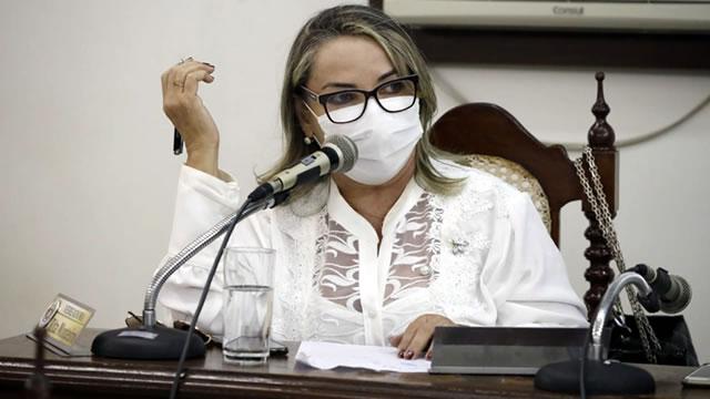 Vereadora de Juazeiro faz homenagem aos professores do município