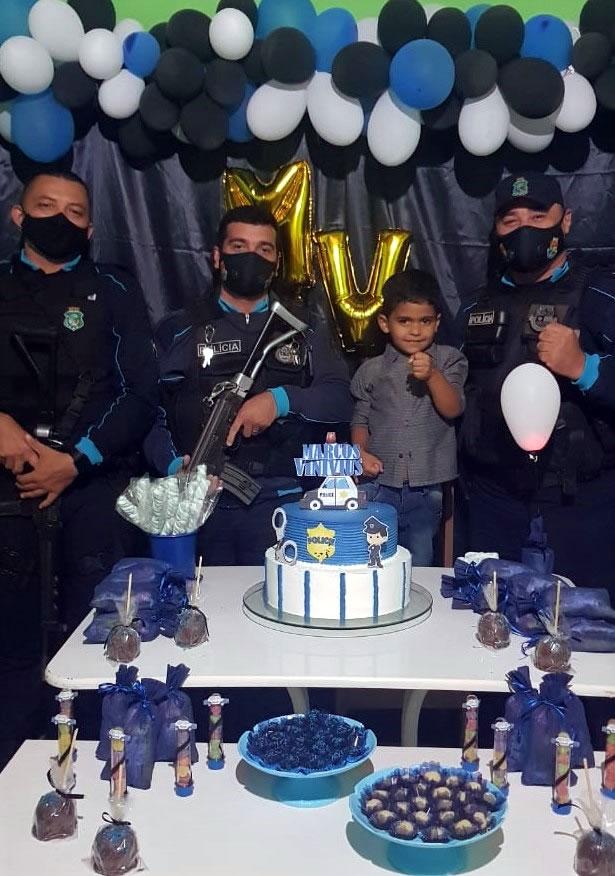 Desejo de criança em Tarrafas atendido na festa do seu aniversário por PMs