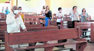 Medo de contaminação pela Covid-19 esvazia igrejas no interior do Ceará