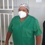 Auxiliar de serviços é a primeira pessoa a tomar vacina contra Covid-19, em Juazeiro do Norte