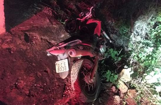 Dupla rouba moto em Juazeiro, troca tiros com a PM e veículo é recuperado