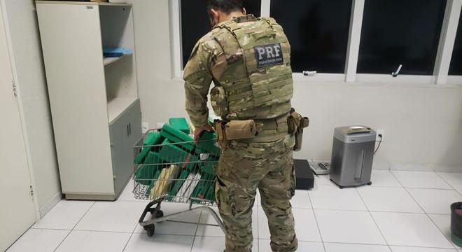 Casal é preso com mais de R$ 3,6 milhões em cocaína durante abordagem da PRF, no Ceará