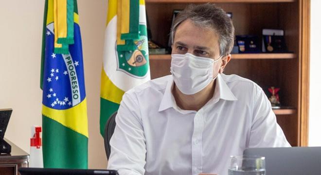 Camilo Santana anuncia promoção de 6 mil policiais militares e bombeiros