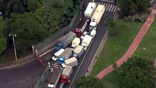Caminhoneiros dizem que farão greve a partir desta segunda-feira em todos os estados do Brasil