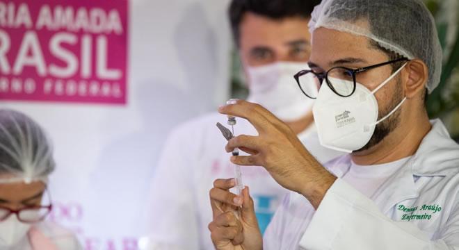 Aplicação da segunda dose da vacina contra a Covid-19 começa em 28 dias no Ceará