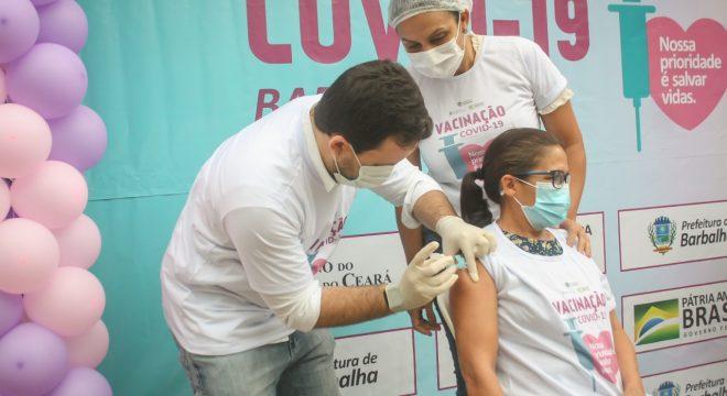 """""""Eu sonhei muito com esse momento"""", diz primeira vacinada contra Covid-19 na região do Cariri"""