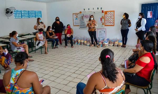 Vítimas de violência doméstica recebem cestas básicas no município de Crato