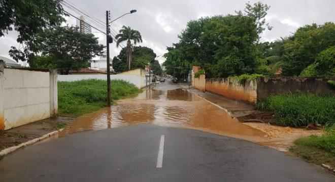 Juazeiro do Norte registra pontos de alagamento durante a chuva desta sexta-feira
