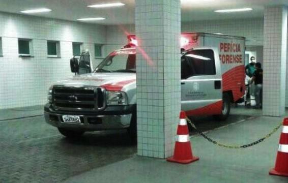 Corpo de Regilene foi recolhido pelo rabecão no Hospital Regional do Cariri em Juazeiro