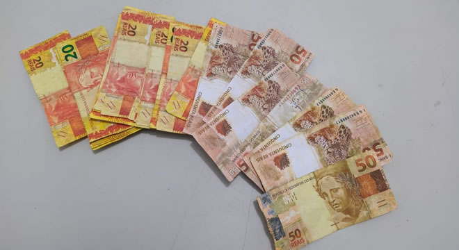 Morador de Crateús acha R$ 1.350 em espécie e entrega à Polícia, que descobre que notas são falsas