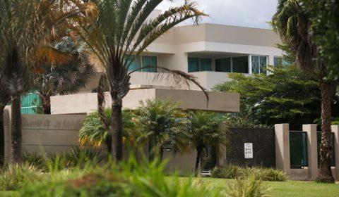 Senador Flávio Bolsonaro compra mansão de quase R$ 6 milhões em Brasília