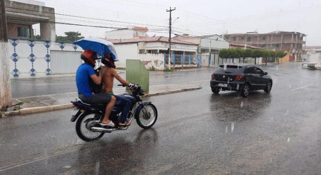 Funceme prevê boas chuvas em todo o Ceará até quarta; Precipitação deve ser intensa no Centro-Sul