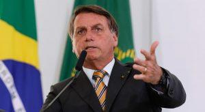 'Vai ter voto impresso em 2022 e ponto final', dispara Bolsonaro em live