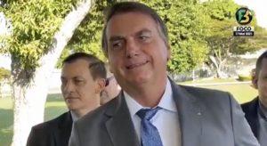 """""""Sou imorrível, imbrochável e também sou incomível"""", diz Bolsonaro para apoiadores"""