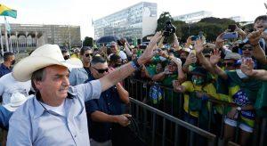 Tem alguns idiotas que até hoje ficam em casa, diz Bolsonaro sobre isolamento social