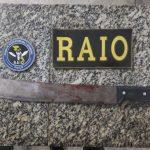 Mulher é presa em flagrante suspeita de tentar matar o próprio pai com facão