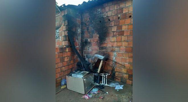 Homem tornozelado que ateou fogo na casa em Brejo Santo segue na cadeia de Juazeiro