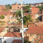 52,8% dos cearenses vivem em casas com quatro ou mais moradores e 5,4% não têm banheiro, diz IBGE