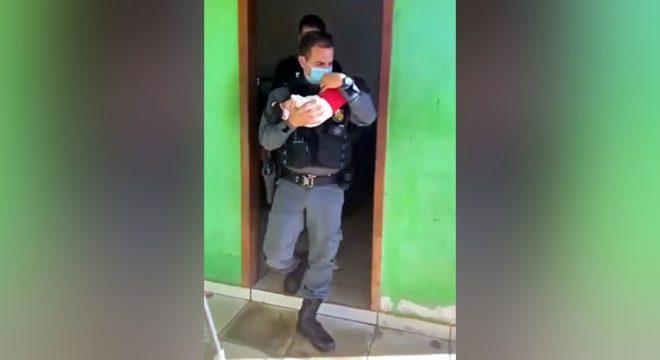 Mãe deixa bebê de 2 meses como 'garantia' em boca de fumo e perde a guarda da criança