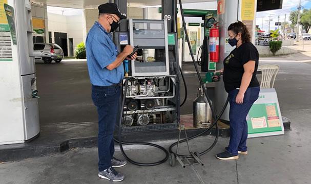 Inmetro fiscaliza postos de combustíveis em Juazeiro do Norte