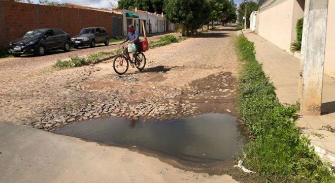 Moradores da Betolândia reclamam de buracos e lixo nas ruas e Prefeitura de Juazeiro responde