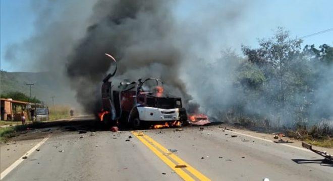 Bando explode carro-forte no interior do Ceará