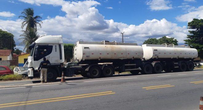 Caminhão-tanque com toneladas de óleo queimado é apreendido pela PRF no Ceará