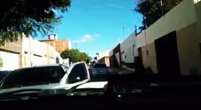 Veja Polícia Civil agindo em Juazeiro nas prisões de dois acusados do tráfico de drogas