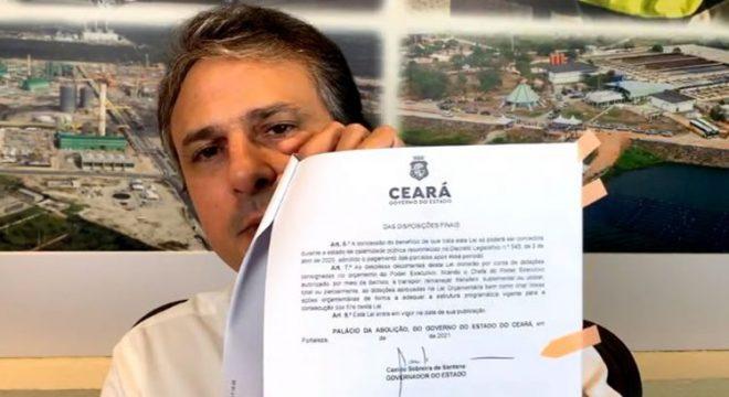 Camilo Santana sanciona lei que paga 50% do salário mínimo a novos contratados na pandemia
