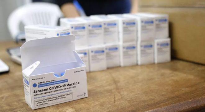 Ceará recebe 377 mil doses de vacinas da Pfizer, AstraZeneca e Janssen até sábado