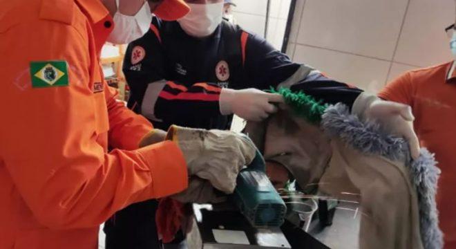 Homem tem mão presa em máquina e é resgatado pelos bombeiros no Ceará