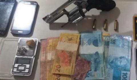 Jovem preso em Barbalha com cocaína, maconha, crack e um revólver