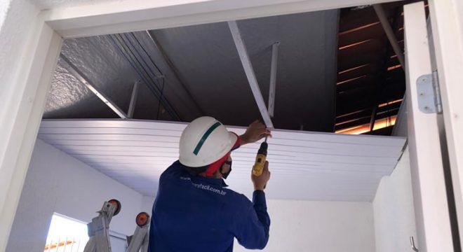 Forro de residência do Programa Casa Verde e Amarela desaba em Juazeiro e moradora comenta o susto