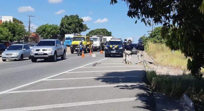 Policial morre atropelado após ser derrubado na pista por motociclista que tentava fugir após batida